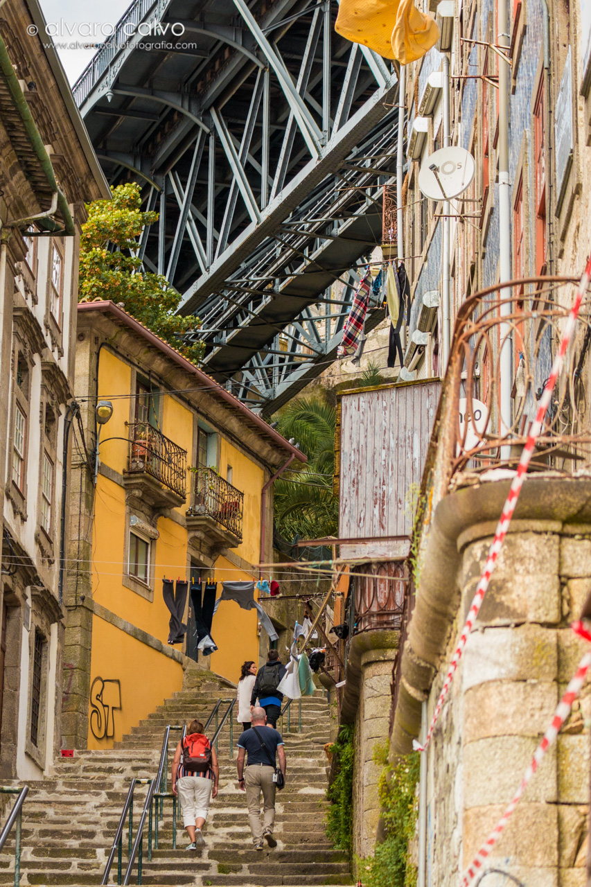 Oporto - Parte baja del puente Don Luis I