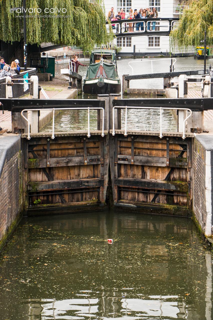 Salto de agua del canal de Candem Town - Londres / London