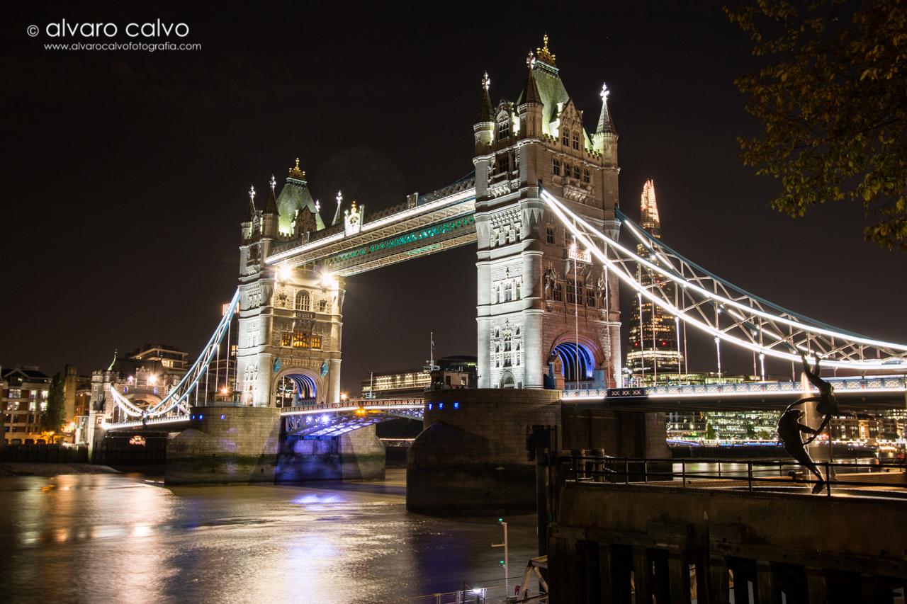 Tower Bridge de noche - Londres / London