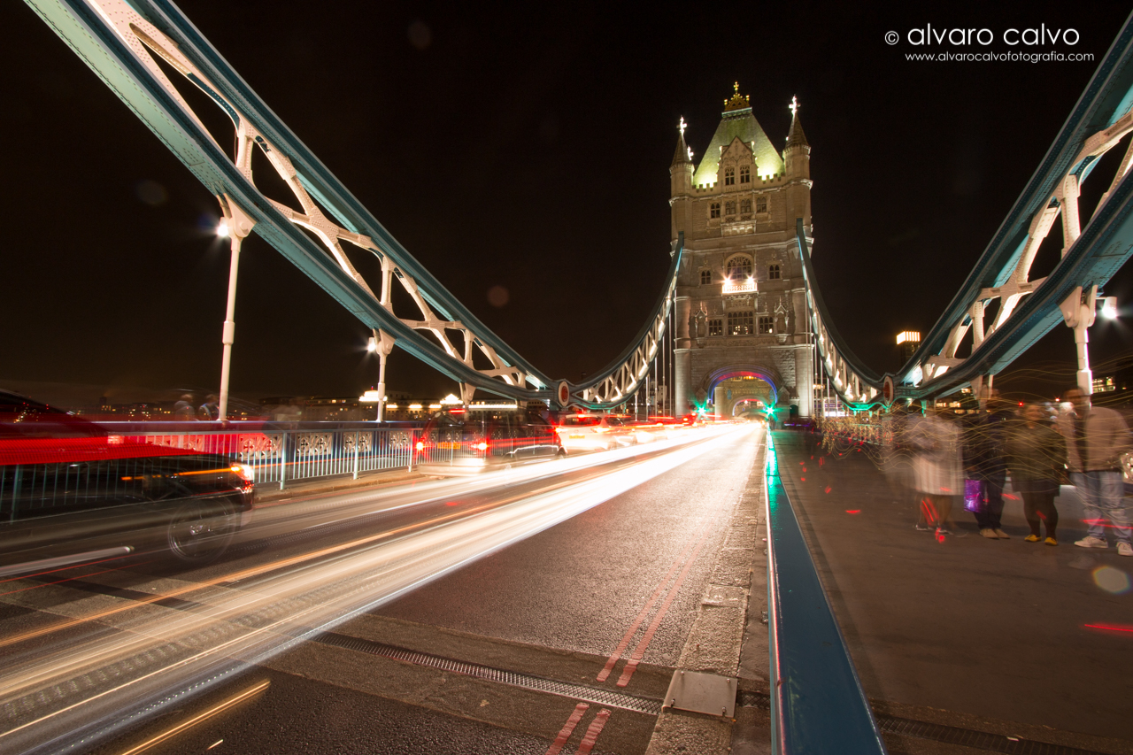 Tower Bridge de noche - Londres / London