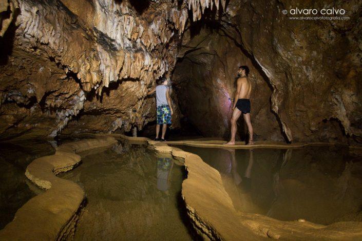Cueva y gours